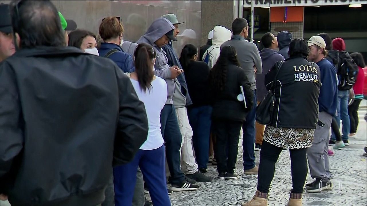 Agências da Receita Federal registram filas em várias regiões do país
