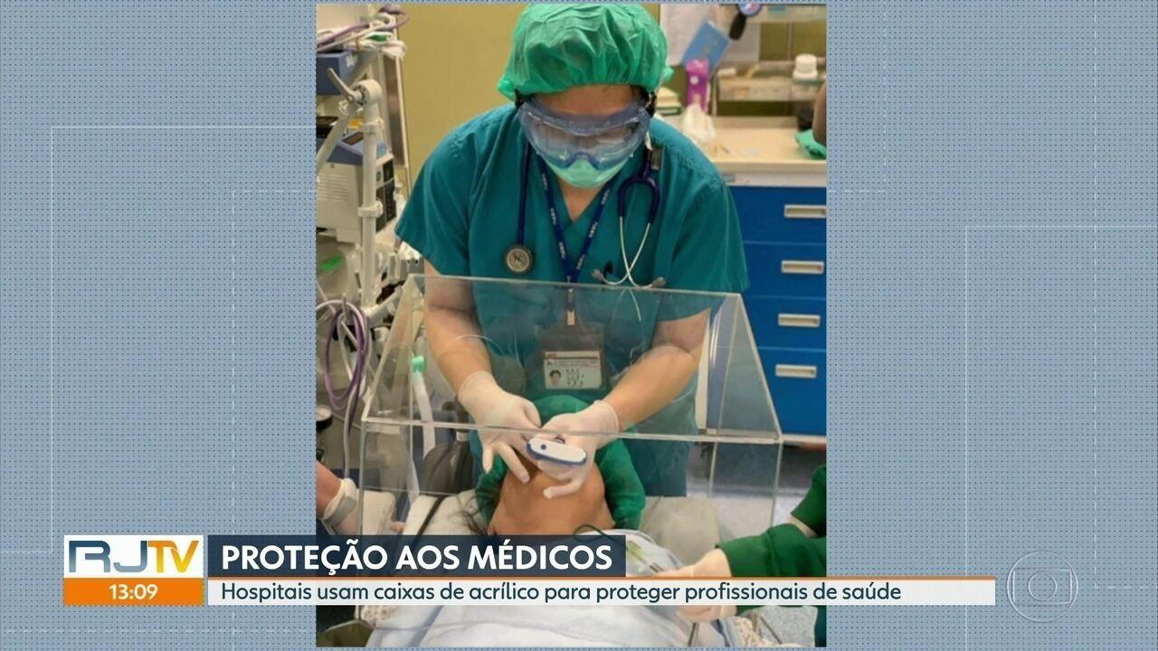 Empresa distribui caixas de acrílico para proteger médicos em hospitais