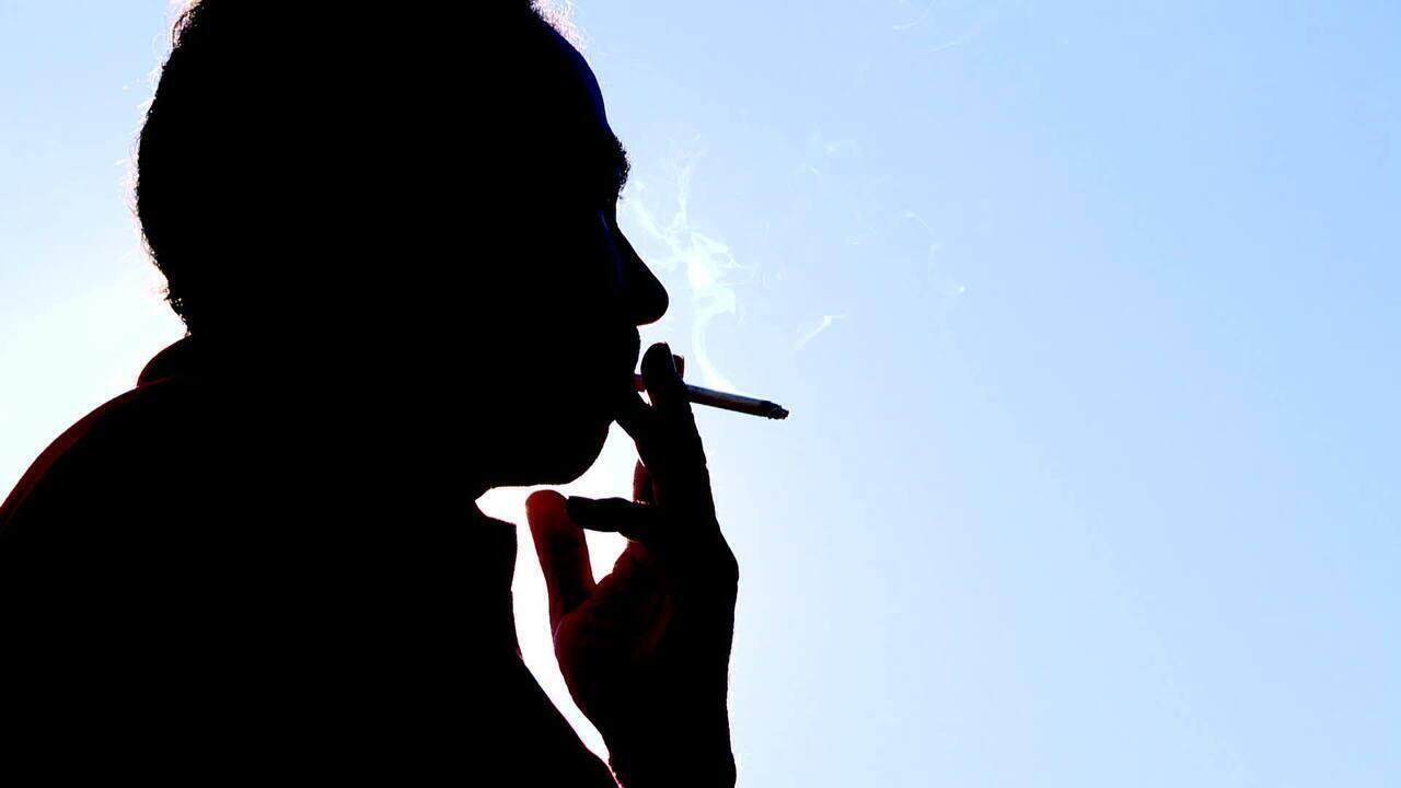 Inca alerta que fumantes são grupo de risco ao Covid-19