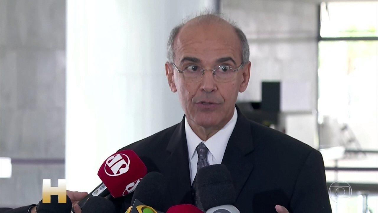 CFM diz a Bolsonaro que não recomenda hidroxicloroquina, mas libera receita em 3 casos