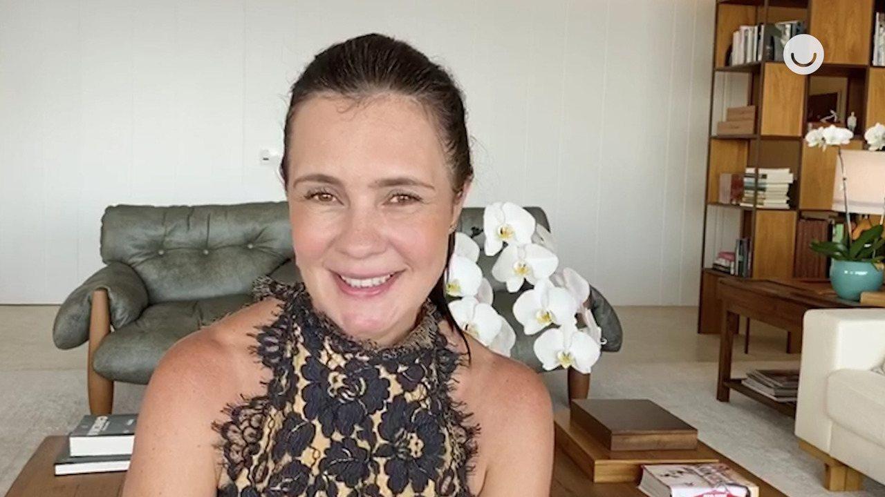 Adriana Esteves pede pra rever momento especial no Altas Horas