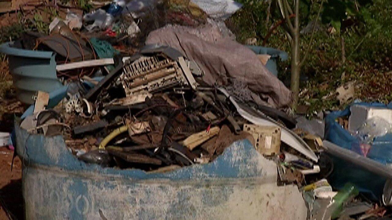 Moradores de Itaquaquecetuba reclamam de abandono de terreno