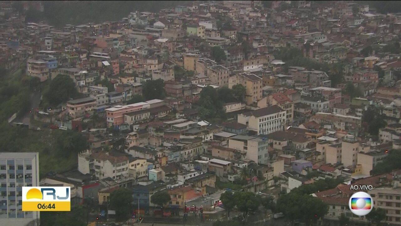 Polícia faz operação no morro do São Carlos