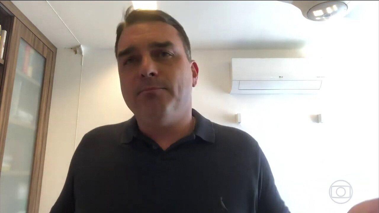 Flávio Bolsonaro fala em Queiroz ao responder acusações do governador do RJ, Wilson Witzel