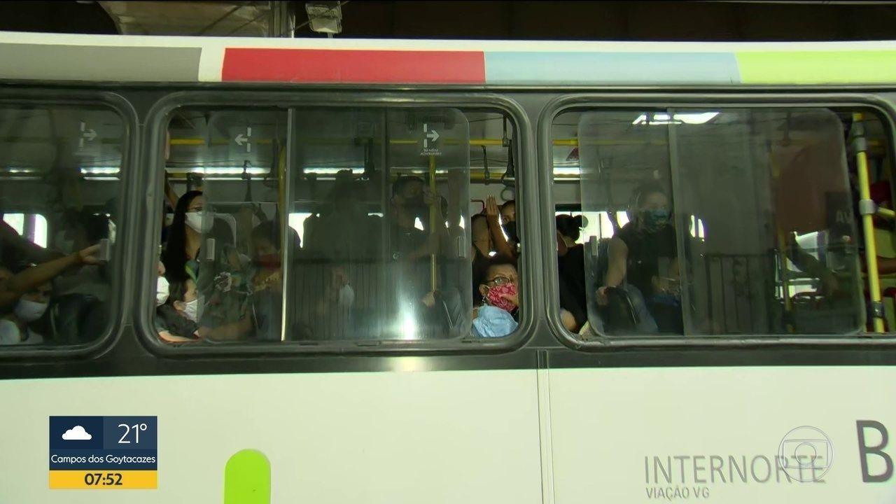 Com liberação de parte do comércio, ônibus circula com aglomerações