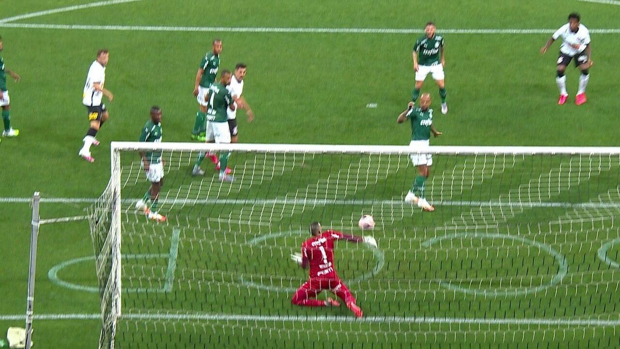 Replay mostra desvio em Felipe Melo no gol de Gil para o Corinthians