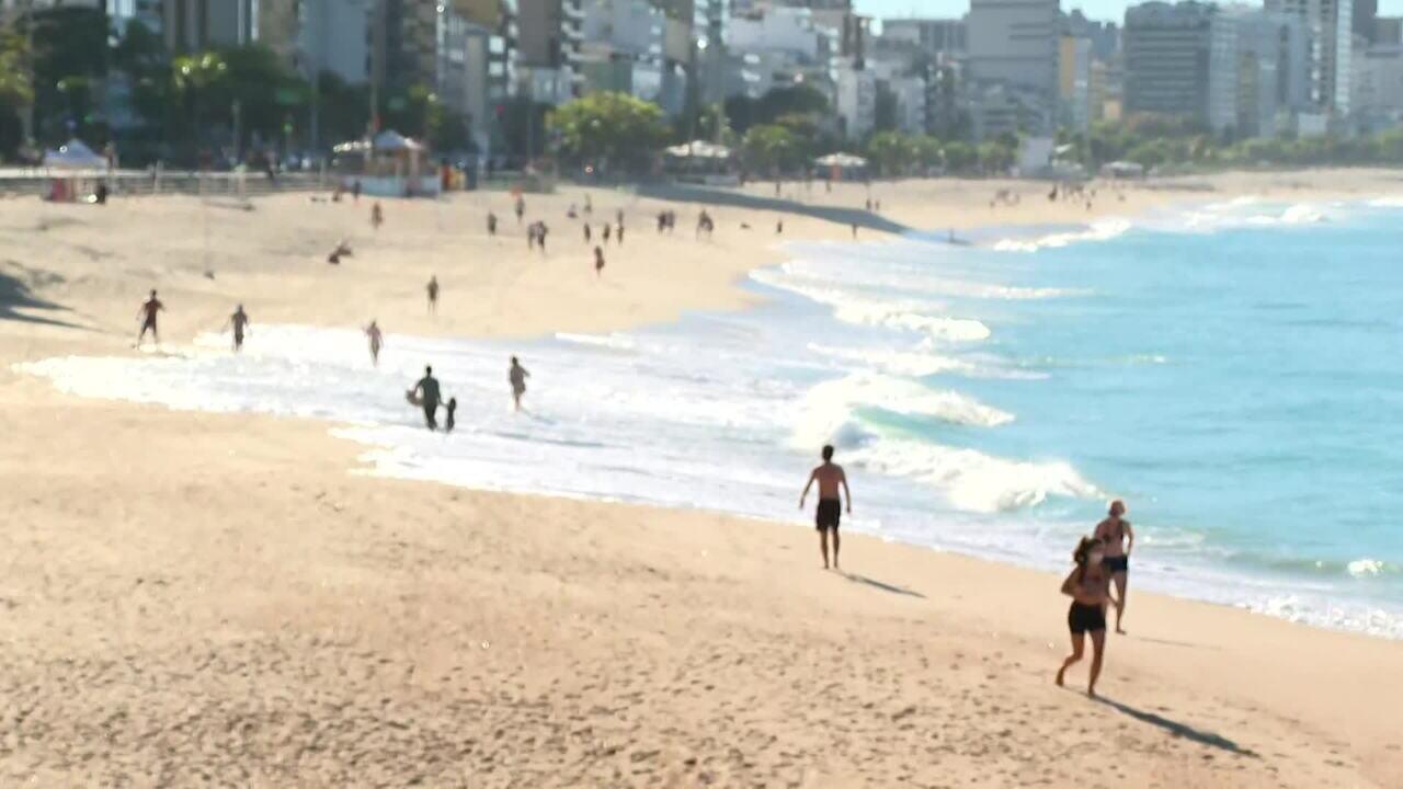 Praias do Rio seguem interditadas para banho de sol