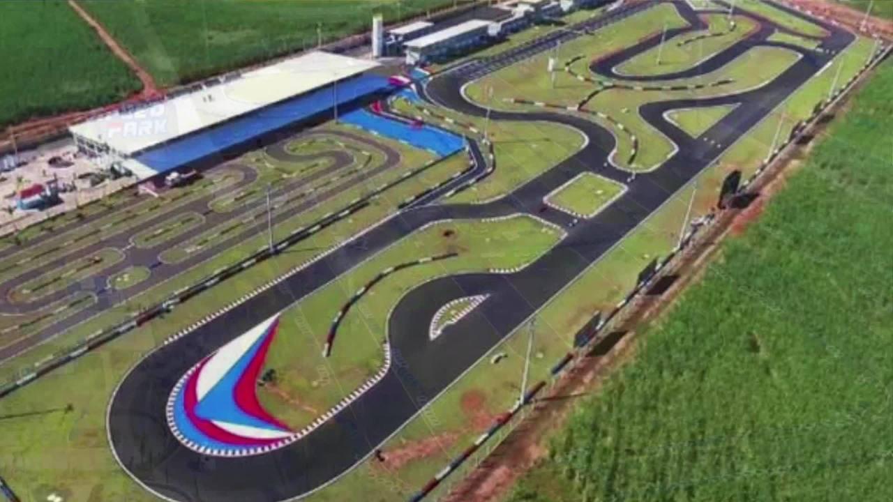 Voando Baixo: Rodrigo Piquet nos leva para uma volta no circuito Interlagos do Speed Park