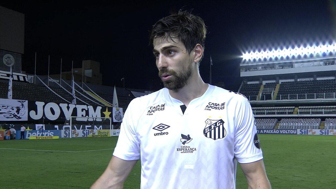 Luan Peres reclama da arbitragem no gol do Bragantino