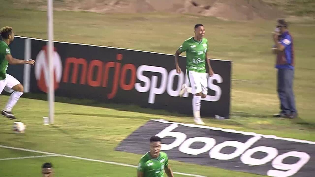 Gol do Guarani! Bidu cobra falta, Todinho desvia, e Didi marca, aos 27min do 2ºT