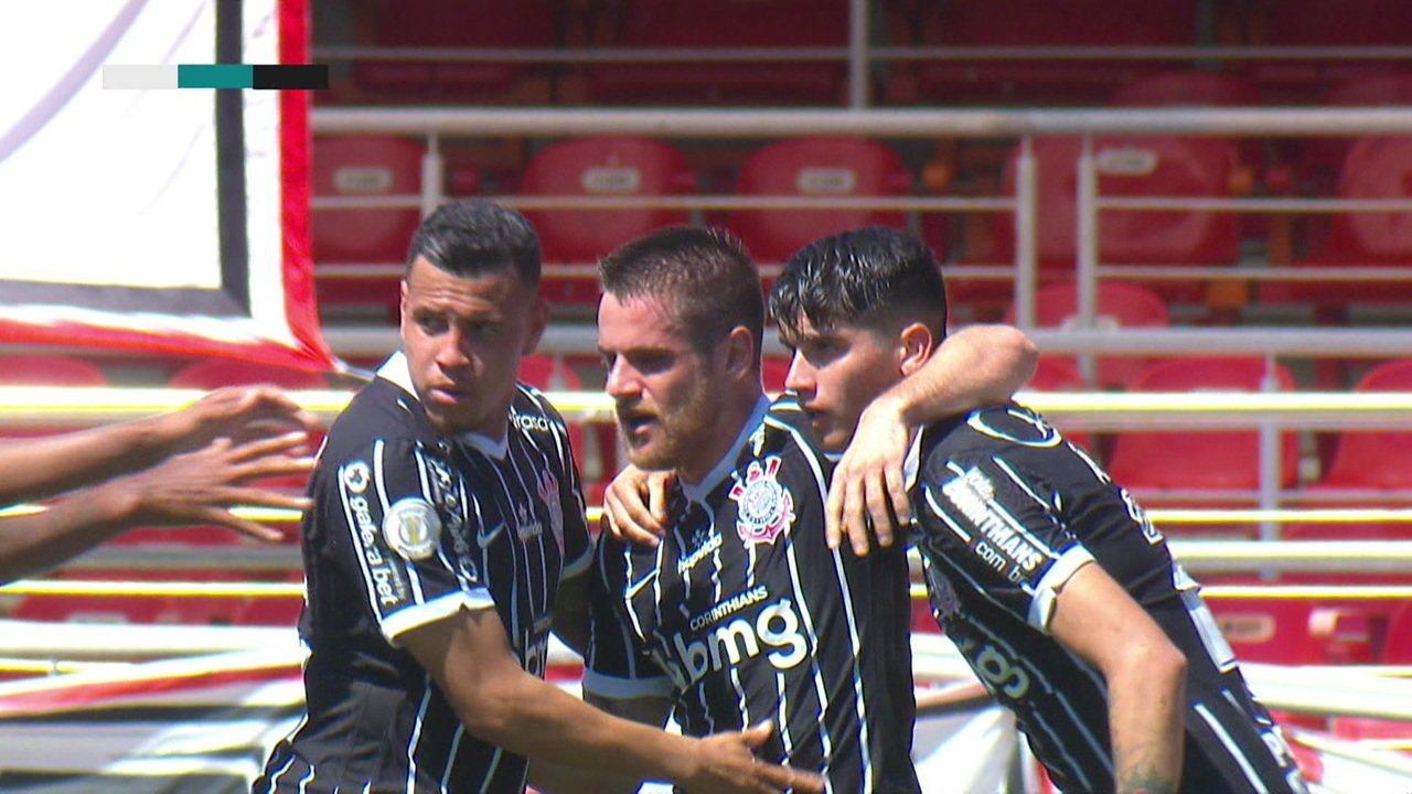 Gol do Corinthians! Ramiro recebe na área, se adianta ao marcador e finaliza no canto de Volpi, aos 35 do 1º