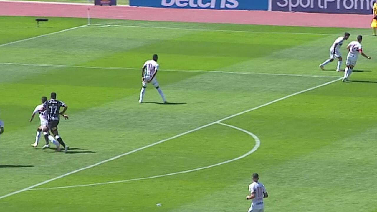 Veja o lance em que Diego, do São Paulo, acusa Jô, do Corinthians, de agressão