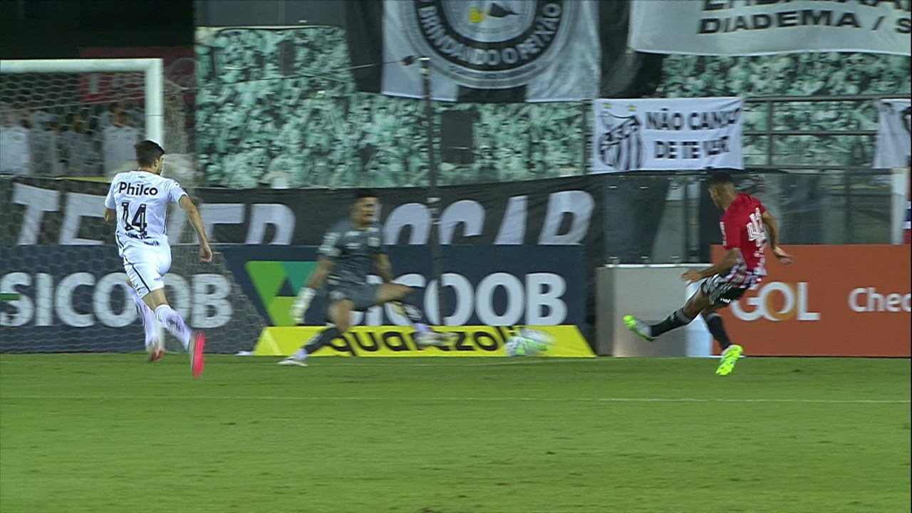 Gol do São Paulo! Gabriel Sara rouba a bola e toca na saída do goleiro, aos 7' do 1T