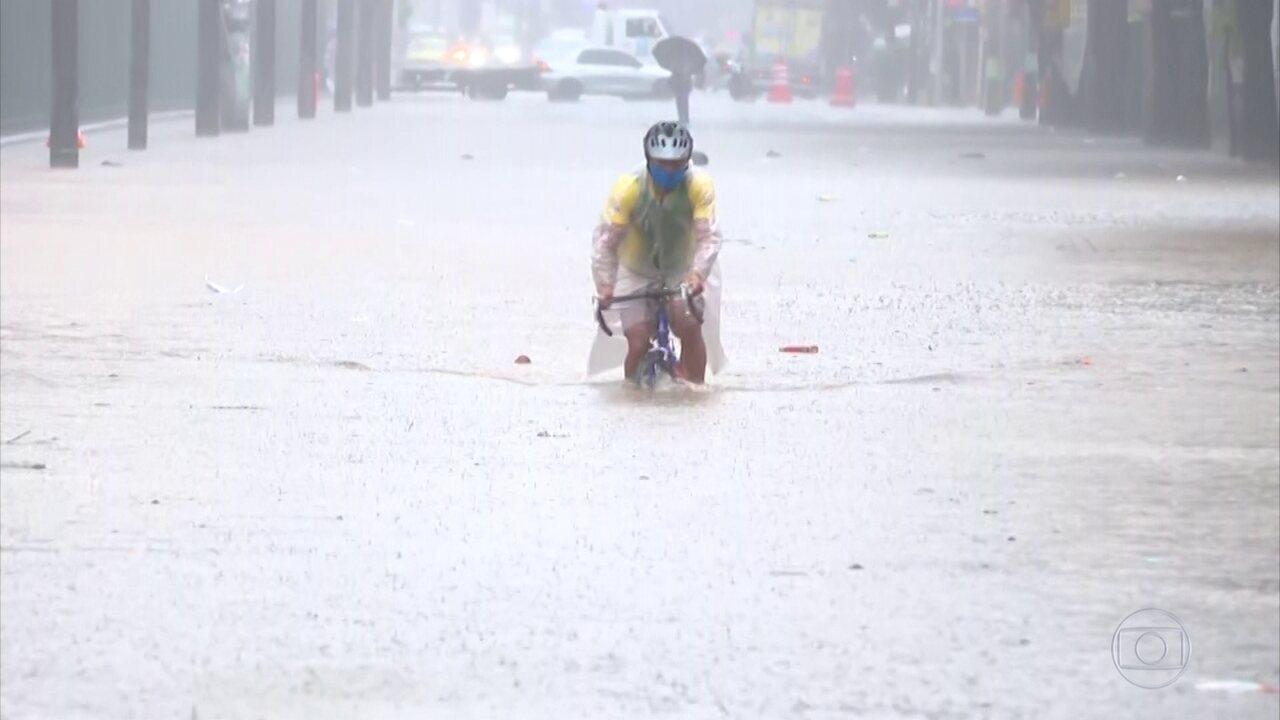 Temporal causa transtornos e alagamentos no Rio de Janeiro