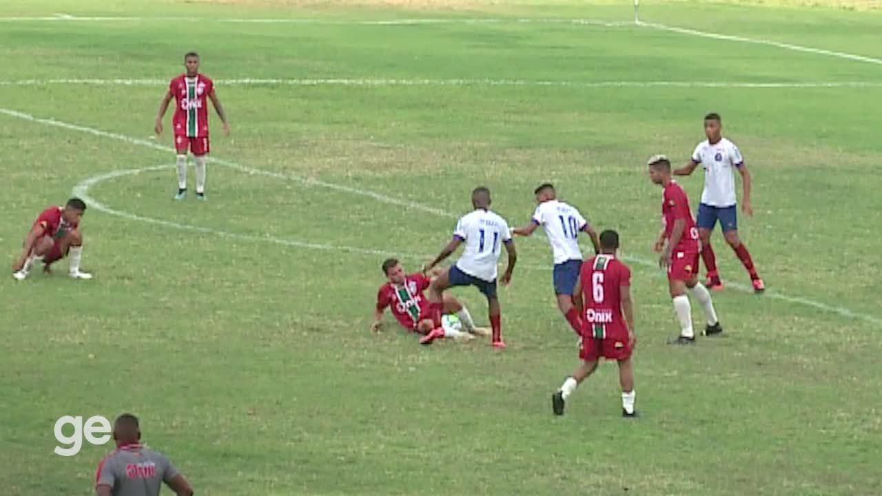 Coitada... bola sofre em jogo da Copa do Brasil sub-20 em festival de atrapalhadas