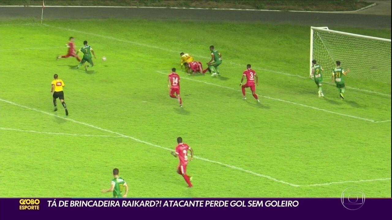 Atacante perde gol inacreditável pela 4ª Divisão do Campeonato Brasileiro