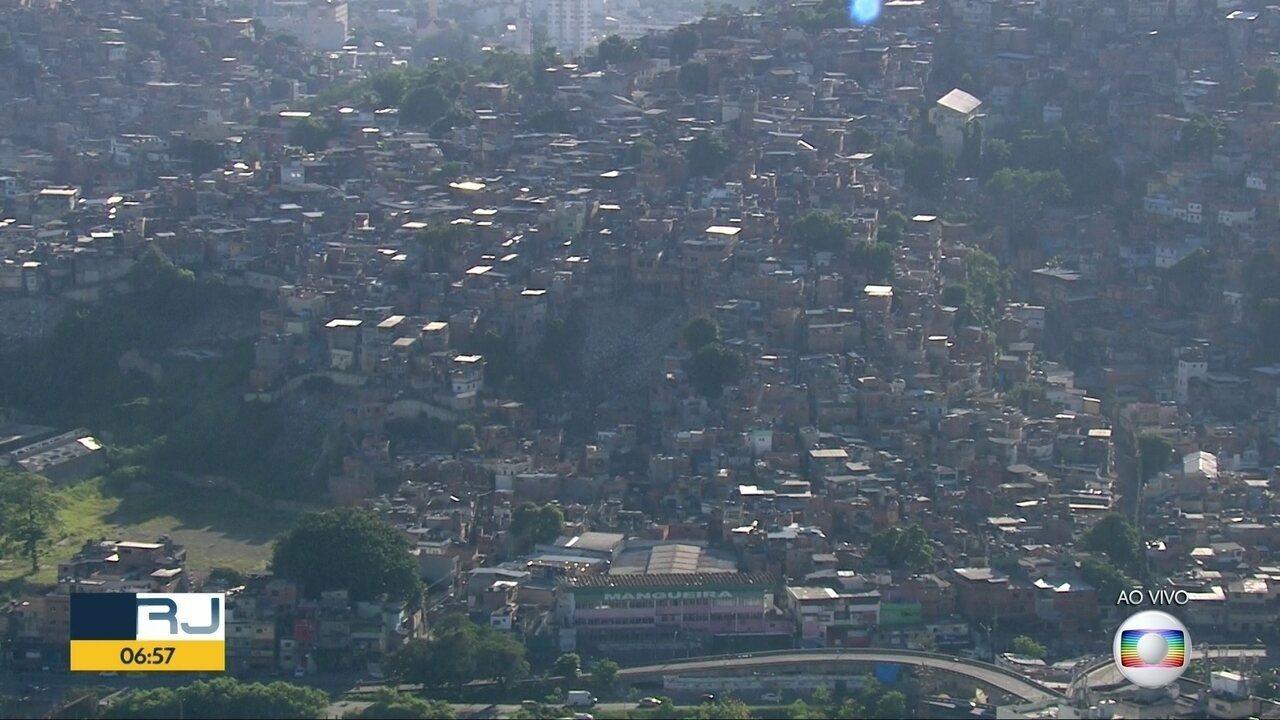 A Polícia Militar reforçou o patrulhamento nas imediações da comunidade da Mangueira