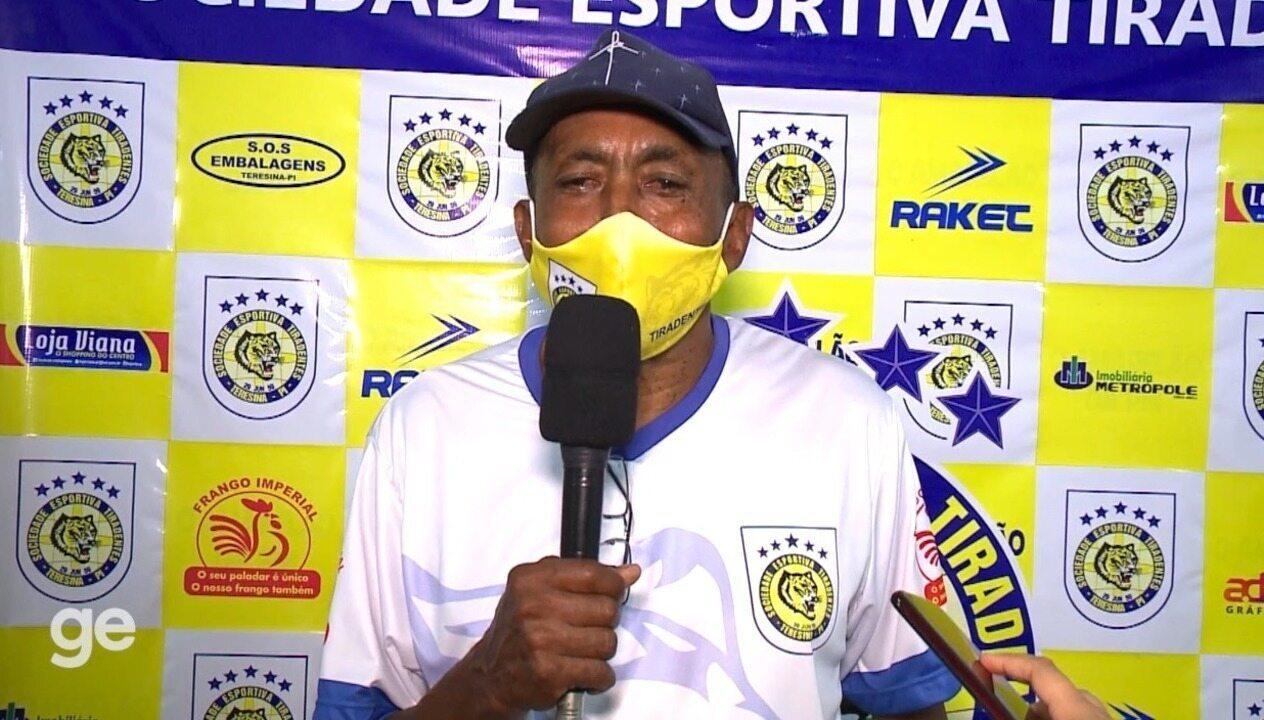 """De """"cabeça quente"""" após derrota para o Ceará, Toinho pede tempo para fazer melhor análise"""