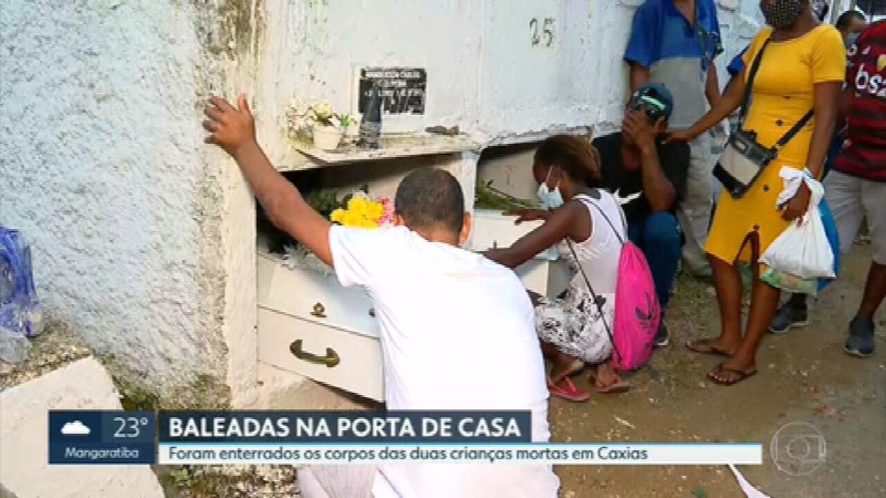 Primas de 4 e 7 anos, baleadas na porta de casa, são enterradas juntas em Duque de Caxias