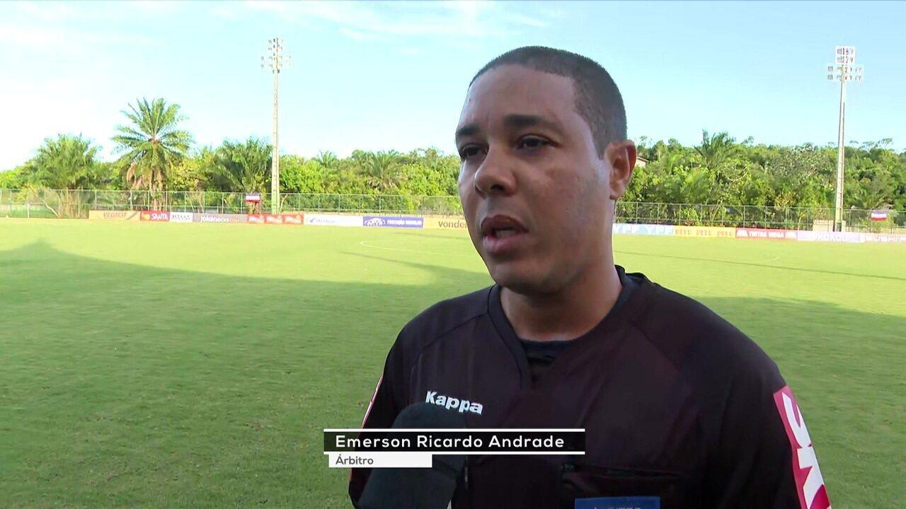 """Árbitro fala sobre gesto antes de Bahia x Palmeiras: """"O racismo não pode mais acontecer no futebol"""""""