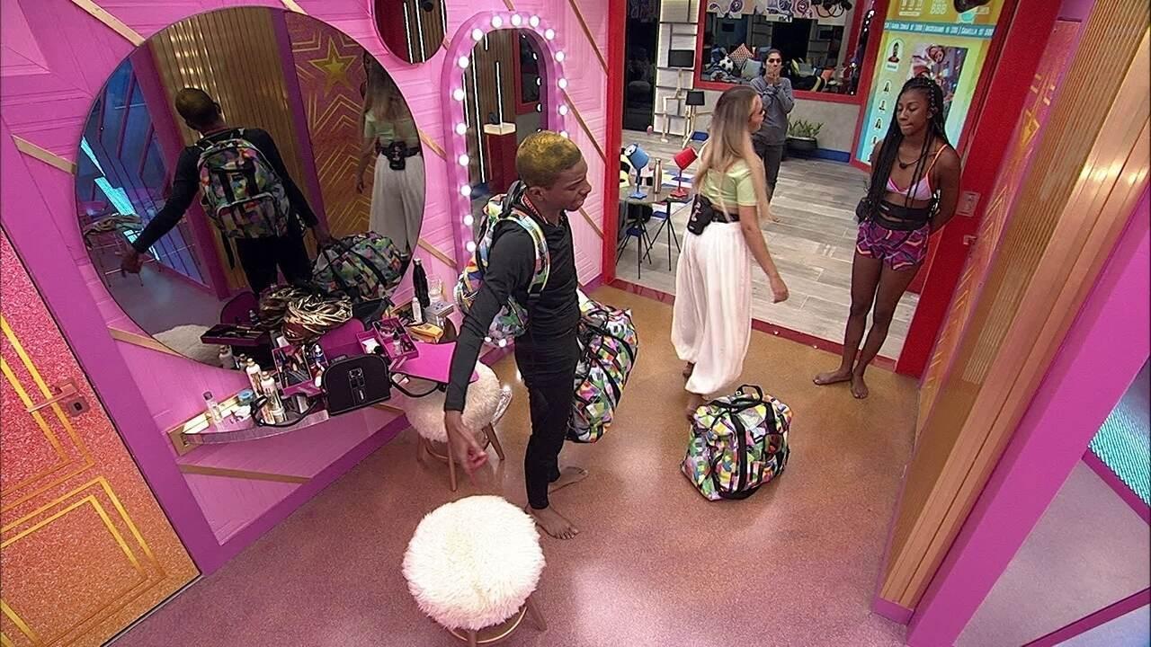 Lucas Penteado arruma as malas e vai para a porta do Confessionário no BBB21