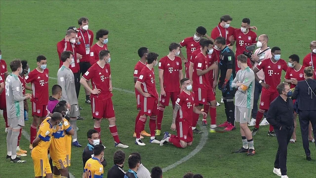 Goleiro Guzmán, do Tigres, conversa e cobra Lewandowski por toque no braço em gol polêmico