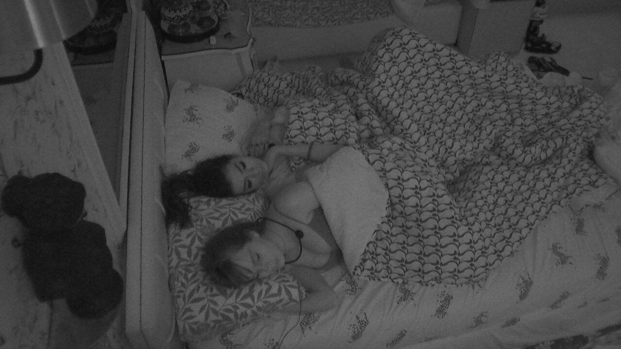 Após noite de festa, brothers dormem no BBB21