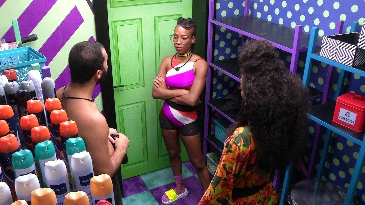 Gilberto desabafa com sisters: 'Hoje a pessoa nem na minha cara olha'
