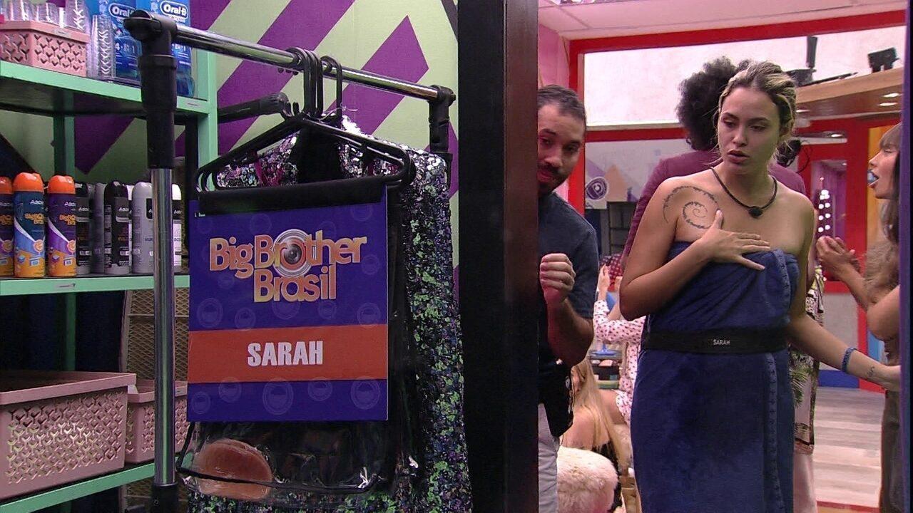 Líder Sarah recebe figurino da Festa e brothers especulam sobre Prova do Líder