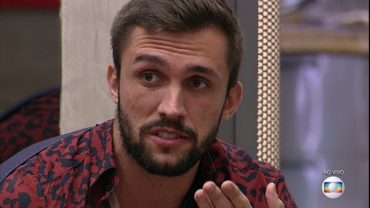 Emparedado, Arthur responde questionamentos de Tiago Leifert nesta segunda, 22/2 no BBB21