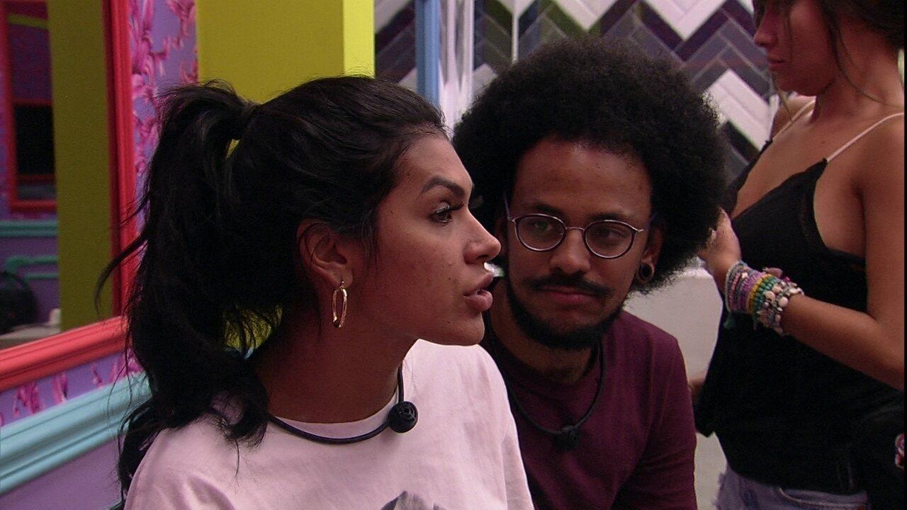 Pocah diz que João Luiz a interrompe no BBB21 e reclama: 'Já aconteceu várias vezes'