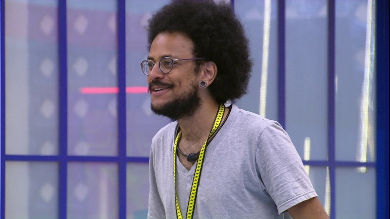 João Luiz relembra quando viu Juliette entrar no BBB21 e brinca: 'Chegou mulherão'