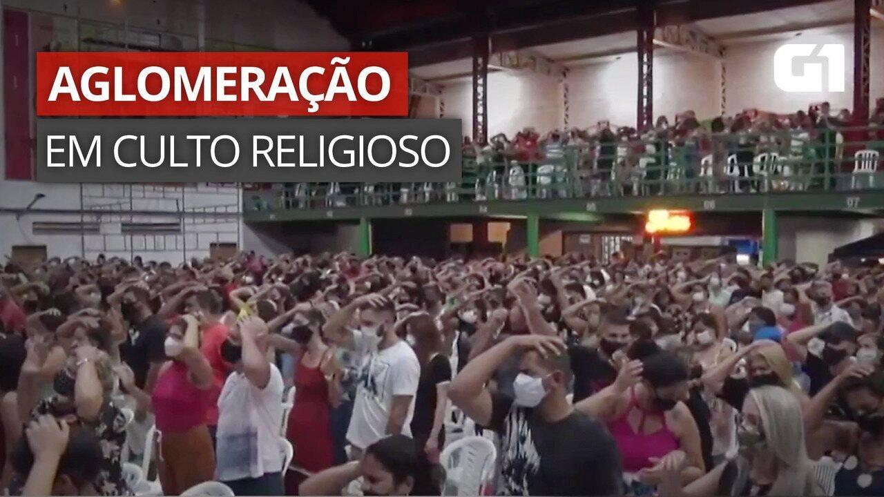 VÍDEO: Imagens mostram centenas de pessoas em culto religioso em quadra de escola de samba