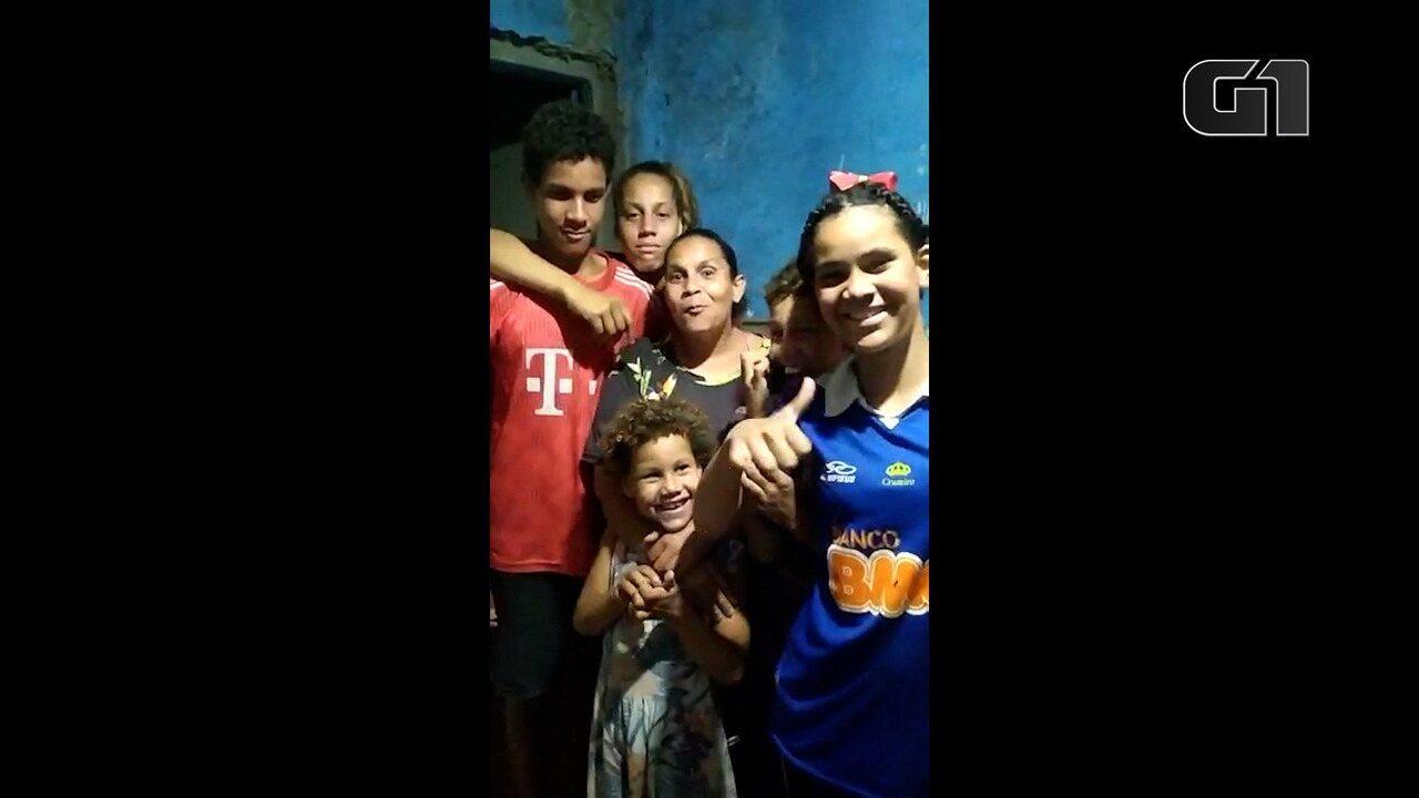 Mãe que dividia casa sem banheiro com oito filhos ganha reforma durante a pandemia