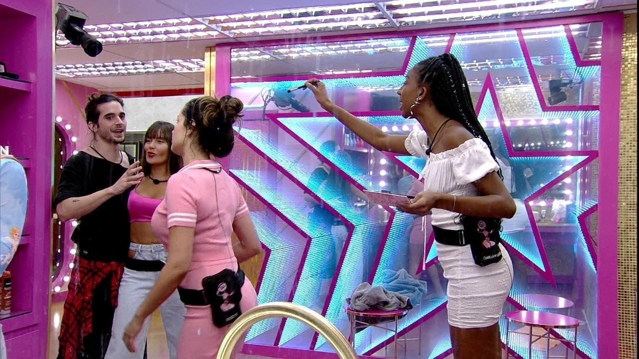 Juliette brinca que FIuk tem duas mulheres no BBB21