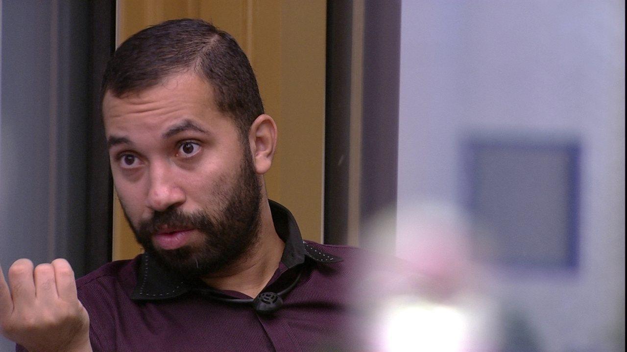 Gilberto diz que Juliette o chamou de mentiroso: 'Ela fica tentando dar umas rasteiras'