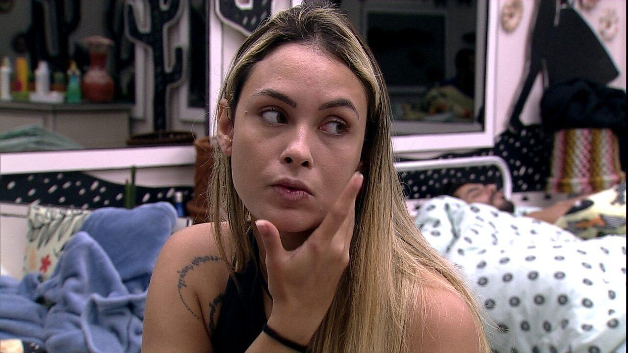 Sarah comenta com Gilberto sobre Carla Diaz: 'Não está olhando no olho da Juliette'