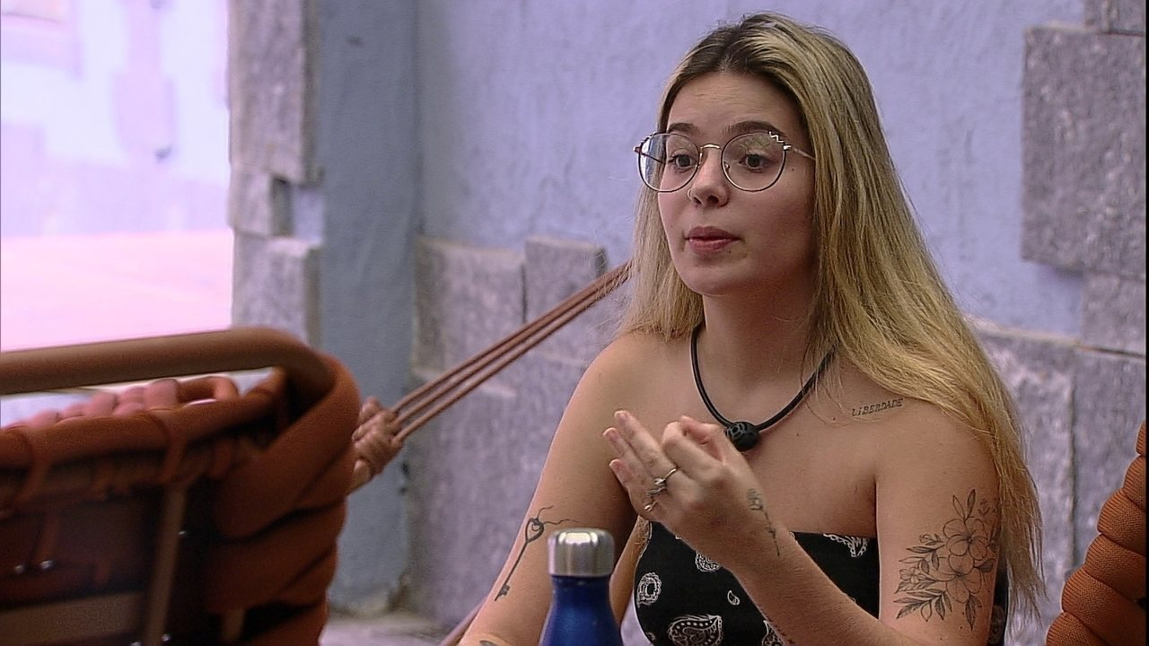 Viih Tube afirma: 'Não me importa, neste momento, o que você e a Sarah pensam'