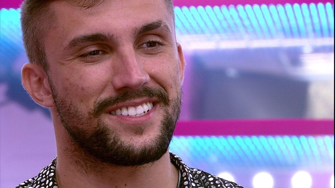 Arthur se declara para Carla Diaz durante Festa Samsung no BBB21: 'Estou apaixonado'