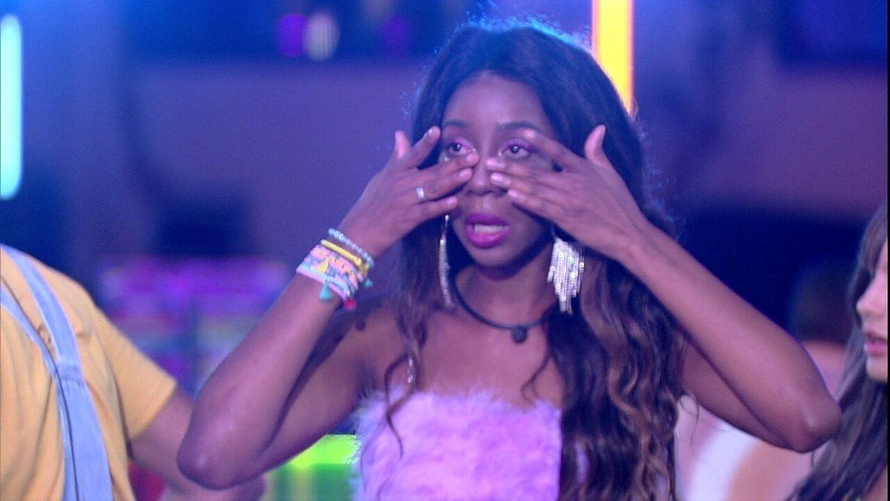 Camilla de Lucas chora e aplaude ao ver Gilberto dublando Britney Spears na Festa do Líder