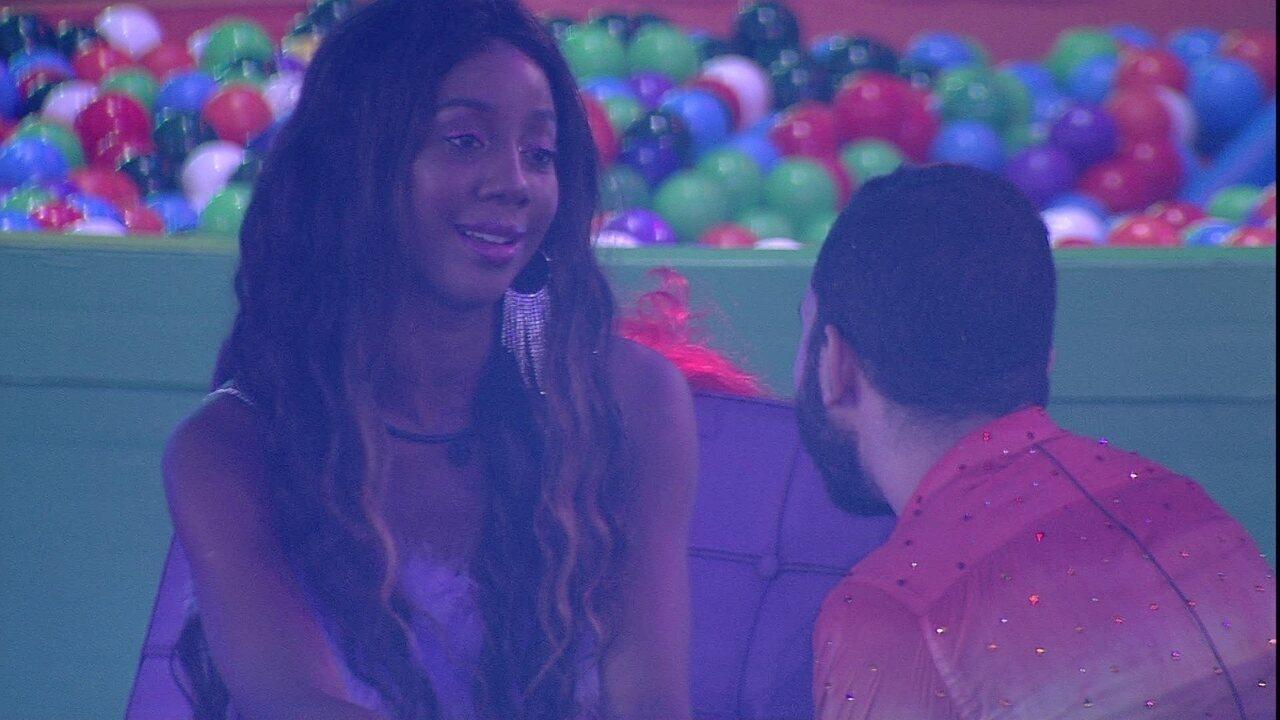 No BBB21, Camilla de Lucas se declara para Gilberto e aconselha: 'Não se perca aqui'