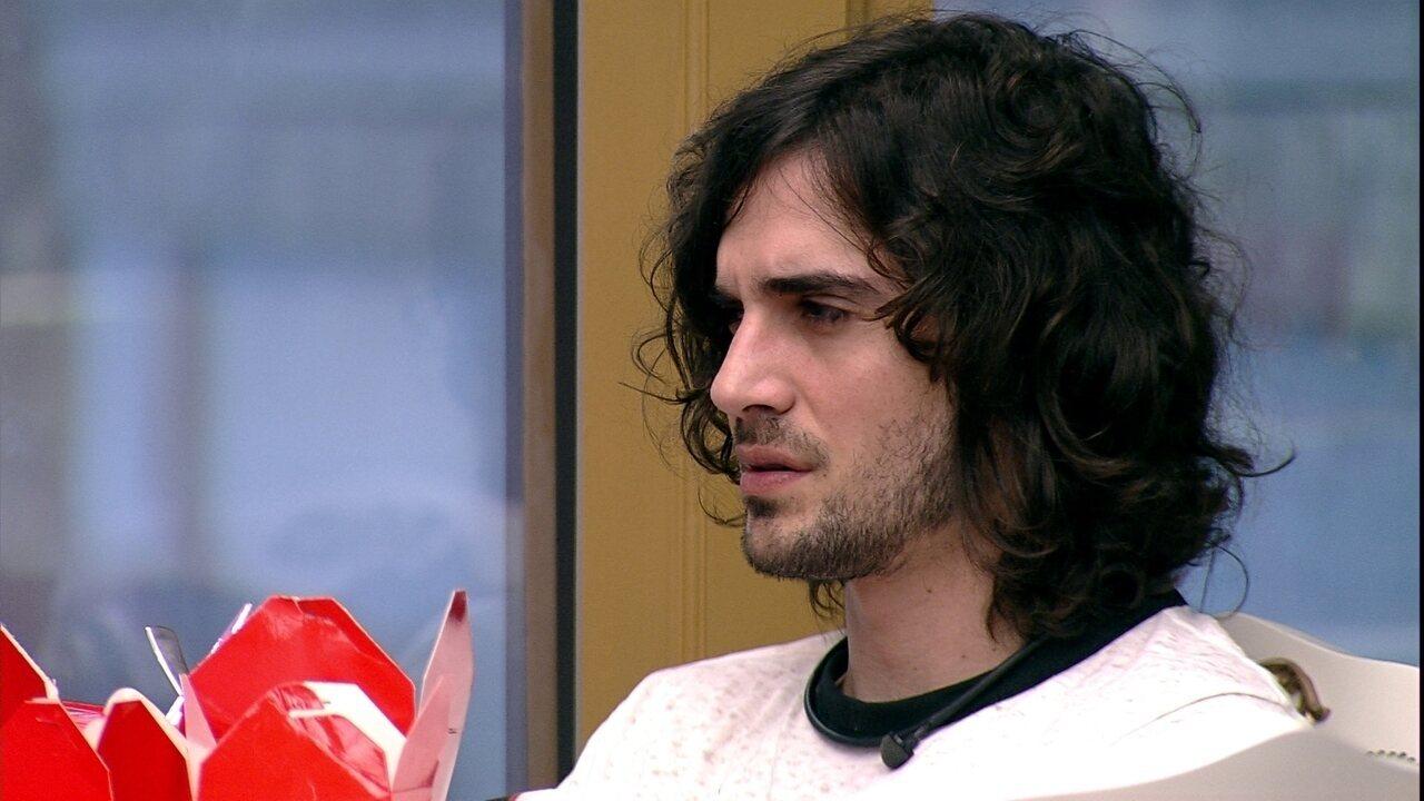 Fiuk analisa postura de sister: 'Foi se aproximando das pessoas que ela achava forte'