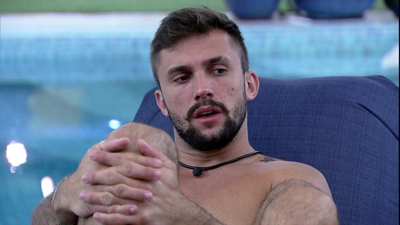 Arthur especula sobre próximo Paredão no BBB21: 'Eu, Gil e Juliette'