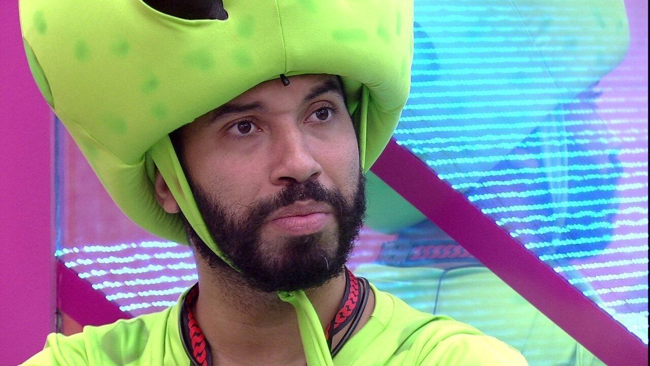 No BBB21, Gilberto desabafa: 'Não quero mais voltar em alguém e sentir dor, machuca muito'