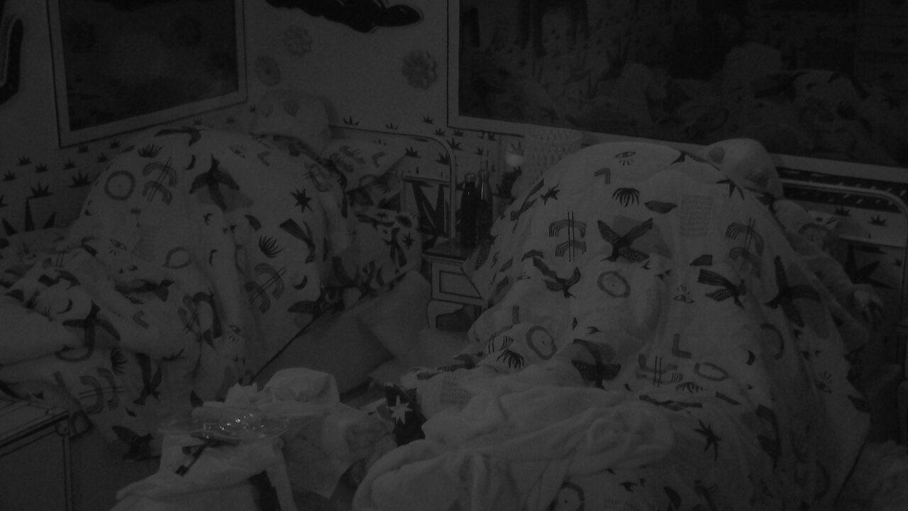Após noite com toque do Big Fone, todos dormem na casa do BBB21