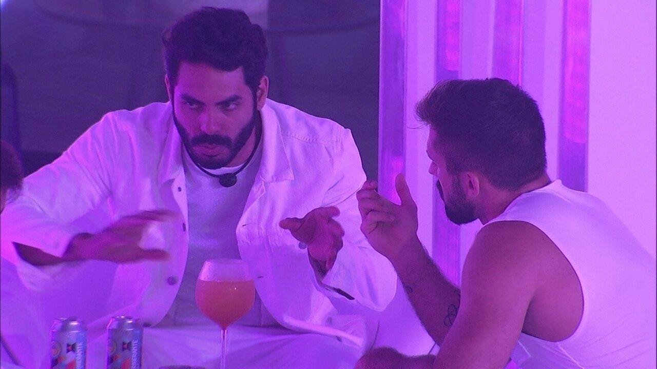 Rodolffo desconfia de aproximação de Gilberto e Juliette no BBB21: 'Só por conta do jogo'