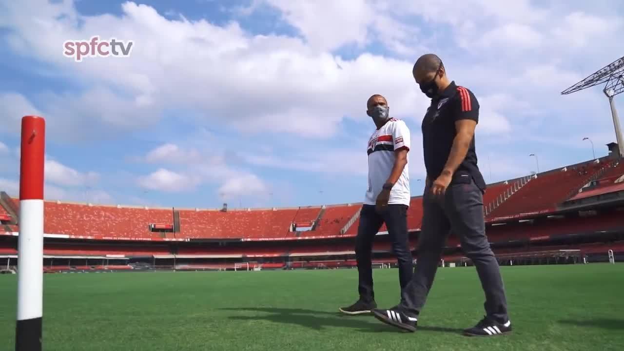 Amoroso apresenta o Morumbi a Alex, novo treinador do sub-20 do São Paulo