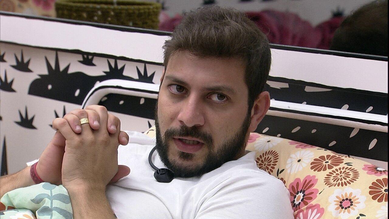 Líder Caio comenta com Viih Tube no BBB21: 'Tem hora que sinto a Juliette atingir a Thaís'