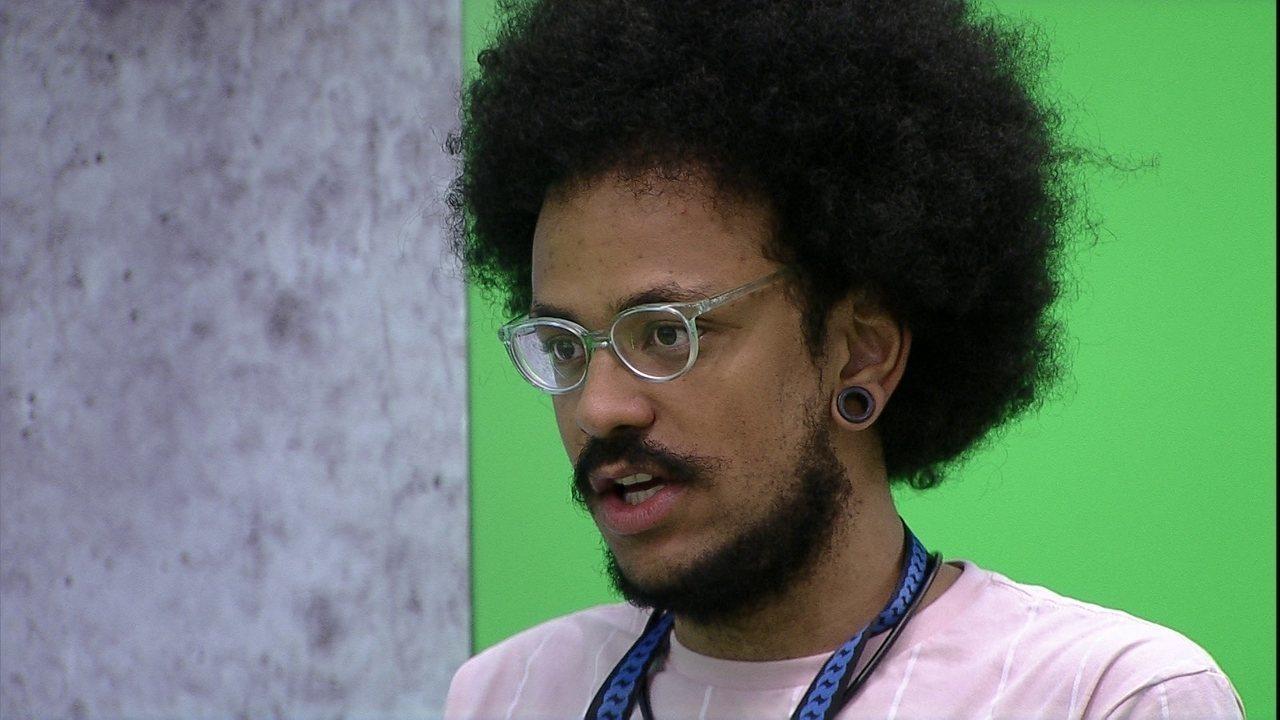 João Luiz diz sobre Paredão: 'Pocah e Arthur votam em mim, e eu e o Gil na Pocah'