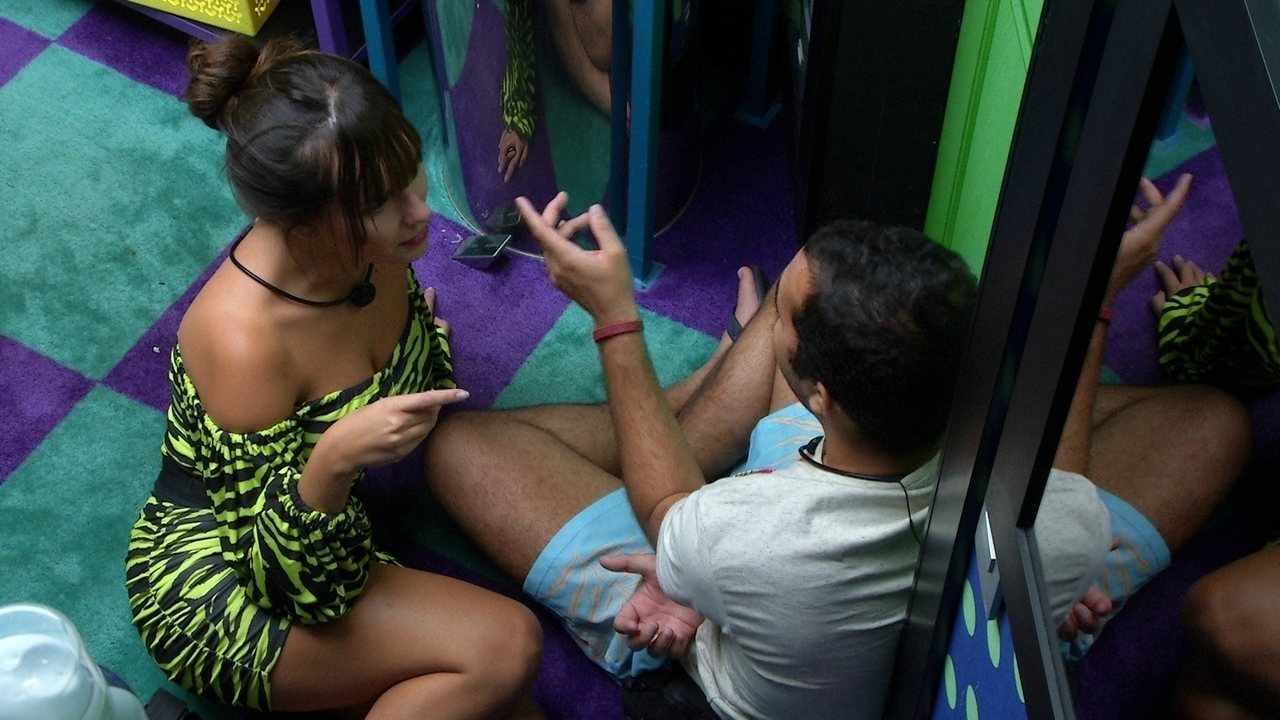 Thaís pede para Gilberto conversar com brother no BBB21 sobre o Jogo da Discórdia